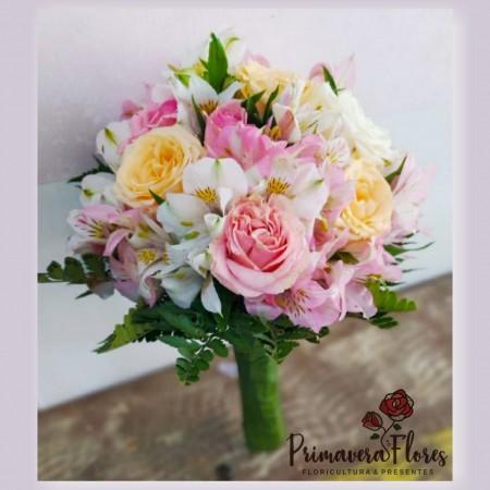 Buquê de noiva rosas coloridas